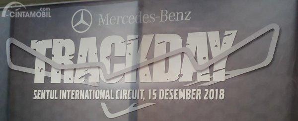 Tampak banner Mercedes-Benz Trackday 2018