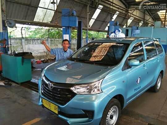 Gambar mobil Toyota Avanza Transmover 2016 digunakan sebagai oleh pengusaha taksi Blue Bird