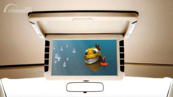Fitur hiburan Nissan Grand Livina X-Gear 2013 menghadirkan layar di atap tengah kabinnya