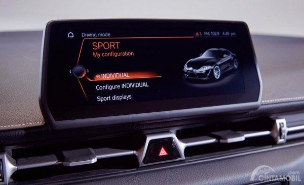 Fitur Hiburan Toyota Supra 2019 hadirkan panel Head Unit mumpuni serta fitur penyejuk AC