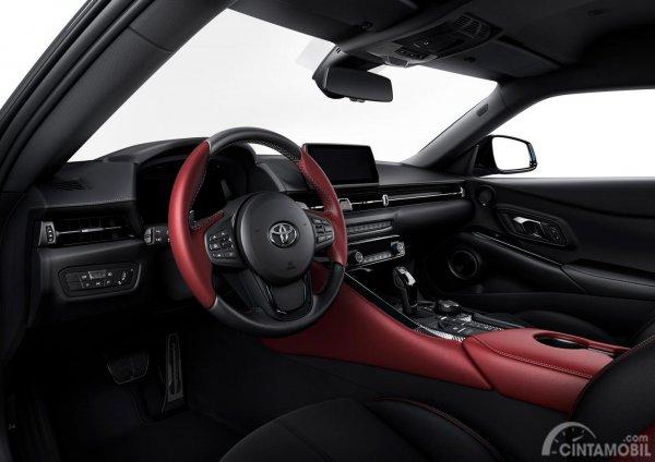 Setir Toyota Supra 2019 dibalut mewah dengan bahan kain serta jahitan berwarna putih