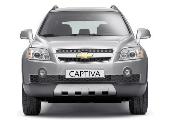 Gambar menunjukkan Chevrolet Captiva pre-facelift berwarna abu-abu dilihat dari sisi depan