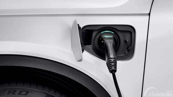 Operasi Mesin Volvo XC40 2019 menawarkan tenaga Hybrid hingga Full Electric