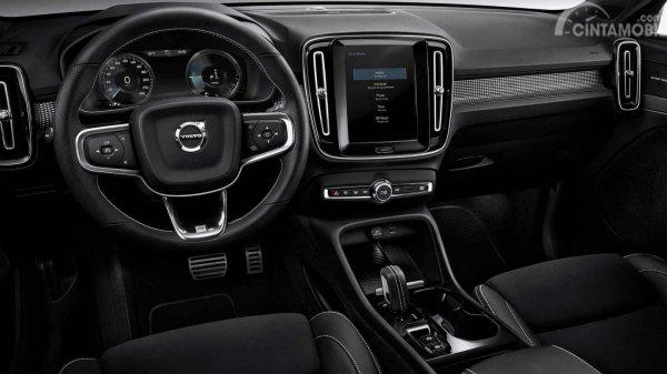 Setir Volvo XC40 2019 menggunakan model tiga palang