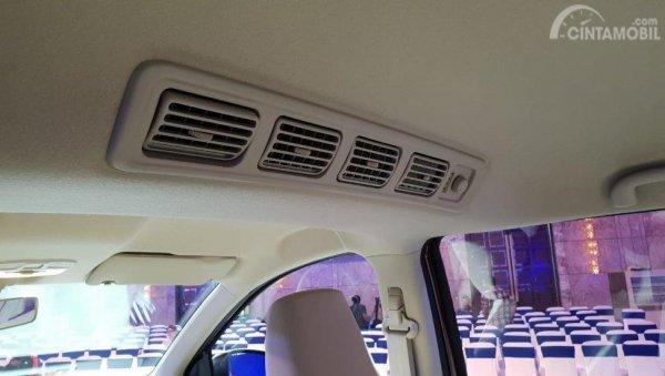 Gambar menunjukkan Tampak AC Dual Blower Desentralisasi Suzuki Ertiga Diesel 2019