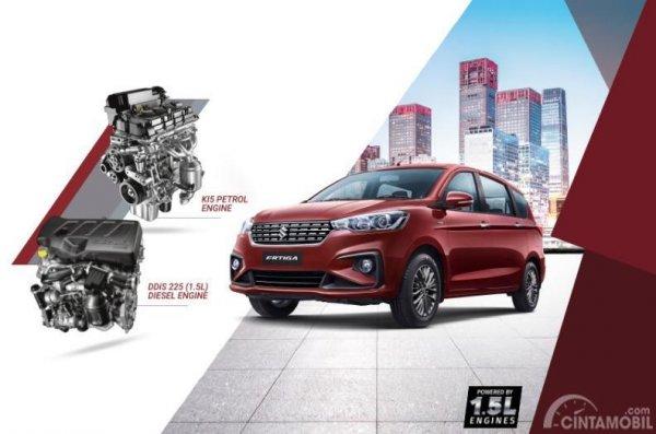 Gambar menunjukkan sebuah Mobil New Suzuki Ertiga Diesel 2019 berwarna merah dilihat dari sisi depan