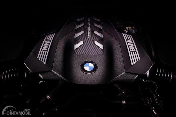 Mesin 4.4 Liter V8 Twin Turbo dipakai untuk mobil BMW 8 Series 2019