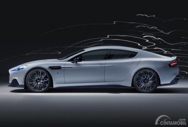 Foto penampilan Aston Martin Rapide E 2019 dari sisi tengah