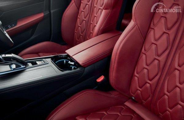Gambar motif pada Kursi mobil All New Peugeot 508 SW 2019 dengan jok berwarna merah