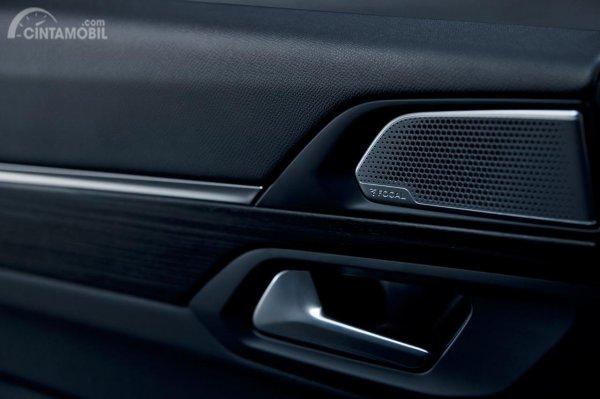 Gambar menunjukkan Speaker System pada mobil All New Peugeot 508 SW 2019