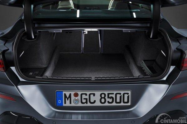Gambar menunjukkan desain ruang bagasi dari mobil BMW M850i xDrive Gran Coupe 2019