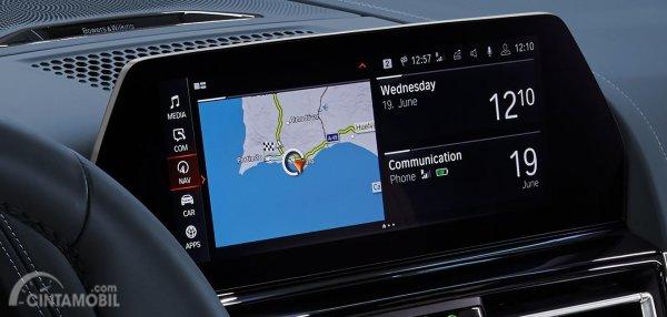 Gambar menunjukkan Control Display pada mobil BMW M850i xDrive Gran Coupe 2019