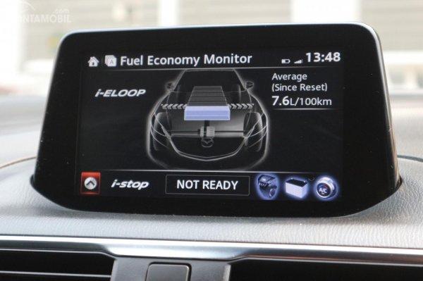 gambar menunjukkan fitur interface i-eloop Mazda 3 2017