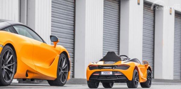 McLaren 720S Ride-On dengan McLaren 720S versi asli berwarna kuning
