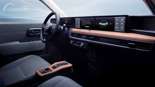 Dashboard Honda E-Concept 2019 dikemas dengan layar utama berukuran lebar dipadu aksen kayu