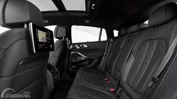 kursi BMW X6 2019 berwarna hitam