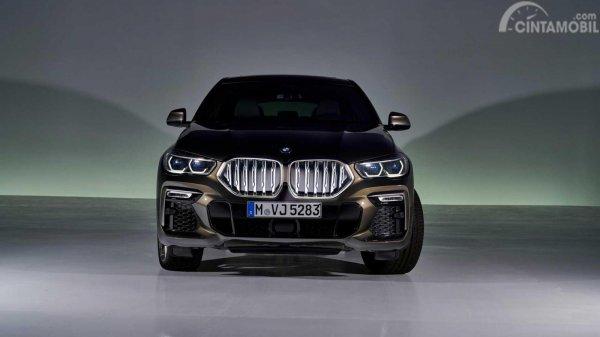 tampilan depan BMW X6 2019 berwarna hitam
