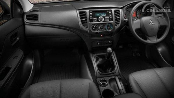Gambar menunjukkan Layout dasbor mobil New Mitsubishi Triton GLS MT Dual Cabin 4WD 2019