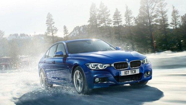 BMW Seri 3 berwarna biru