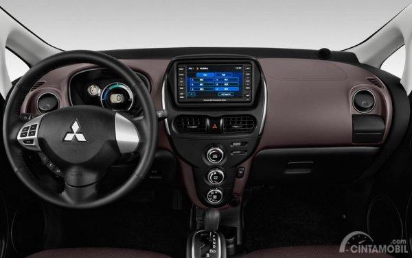 Dashboard Mitsubishi i-MiEV 2010 sudah dilengkapi fitur hiburan standar
