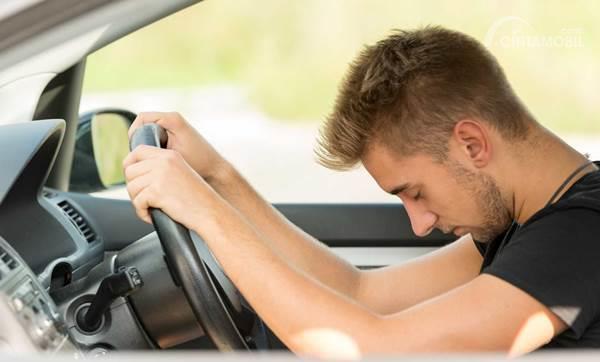 tidur di mobil saat mengemudi
