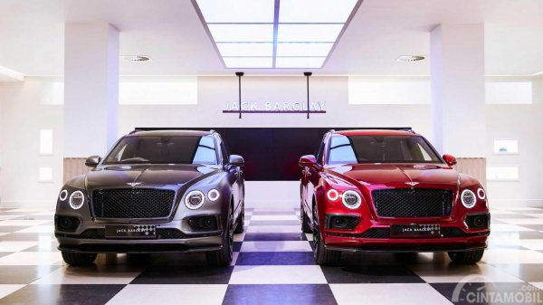 Bentley Bentayga Businessman dan Sportsman berwarna hitam