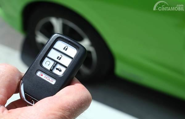 smart key untuk membuka pintu mobil