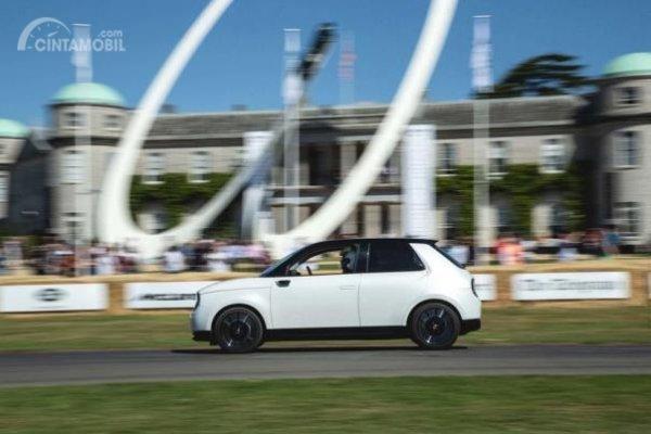 Aksi Honda E melintasi trek hillclimb Goodwood Festival of Speed 2019