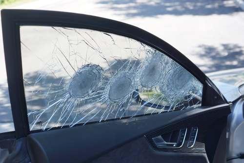 Foto lapisan kaca anti peluru di Audi RS7 Armored