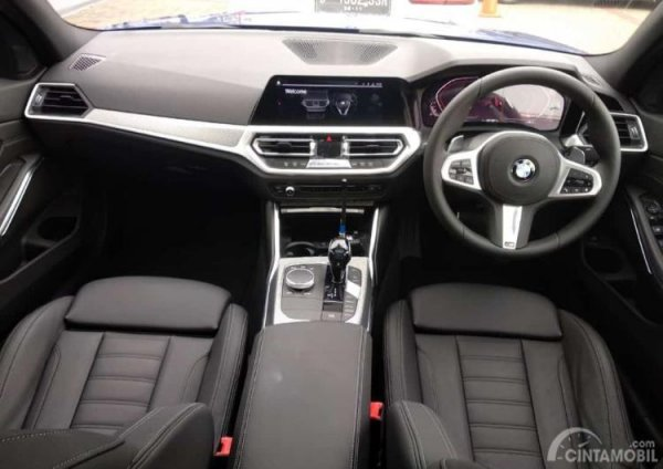 Foto Dashboard dan Setir All-New BMW 330i M Sport 2019