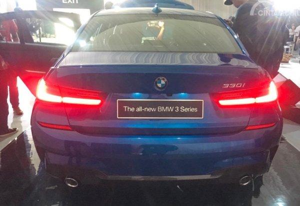 Foto muka belakang All-New BMW 330i M Sport 2019 berwarna biru