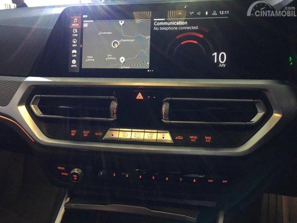 Foto sistem iDrive All-New BMW 330i M Sport 2019