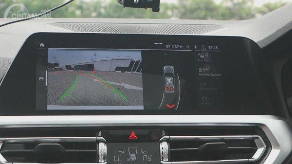 Foto moder Reversing Assistant iDrive All-New BMW 330i M Sport 2019