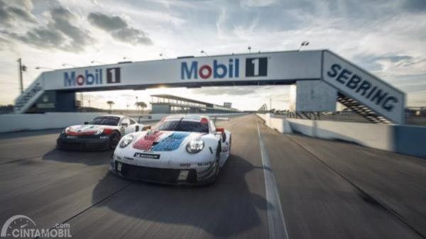 Gambar sebuah mobil Porsche 911 RSR 2019 WEC & IMSA