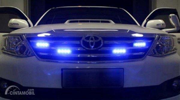Penggunaan lampu rotator di mobil Toyota Fortuner