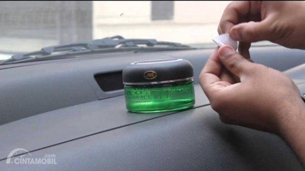 Parfum berbahan gel pada mobil