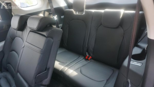 kursi Wuling Almaz 7-Seater 2019 berwarna hitam