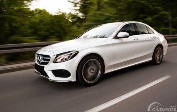 Mercedes-Benz C200 W205 hadir pada tahun 2014 lalu dipadu mesin lebih bertenaga, 2.0 Liter Kompresor