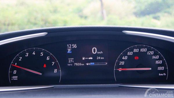 MID di Toyota Sienta Q CVT