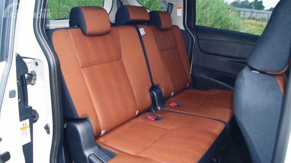 Jok Baris Kedua Toyota Sienta Q CVT