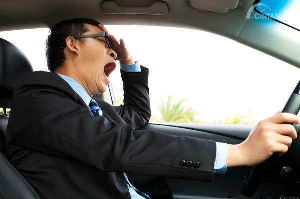 pengemudi mobil mengantuk