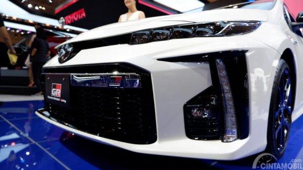 Tampak bumper depan Toyota Prius PHV GR Sport 2019