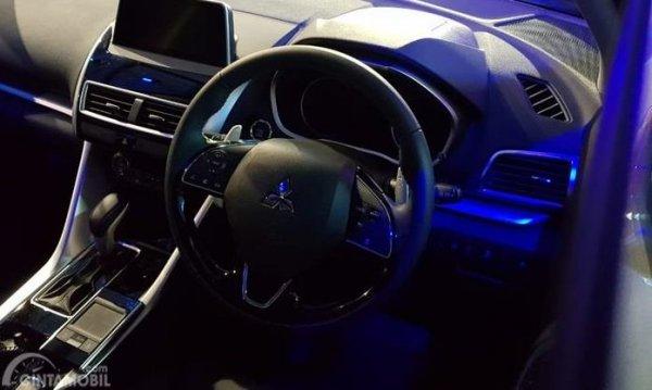 interior Mitsubishi Eclipse Cross berwarna hitam