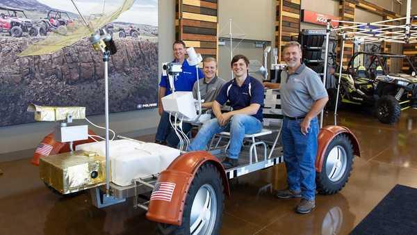 Foto para pembuat replika Lunar Rover Vehicle
