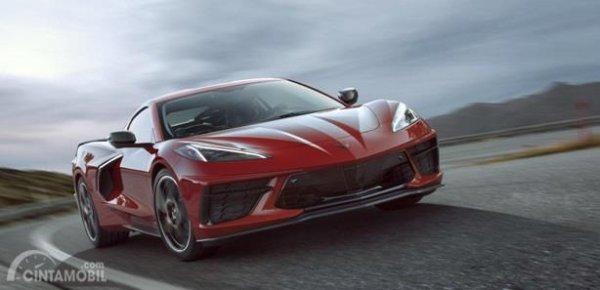 Eksterior Depan Chevrolet Corvette C8 Stingray 2020 dilengkapi dengan lampu LED DRL dan lampu utama Projector