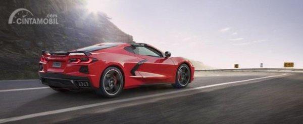 Eksterior Samping Chevrolet Corvette C8 Stingray 2020 terlihat cukup agresif berkat penggunaan Platform Mid-Engine