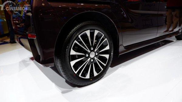 Gambar menunjukkan Bagian belakang mobil Daihatsu Tanto Custom 2019