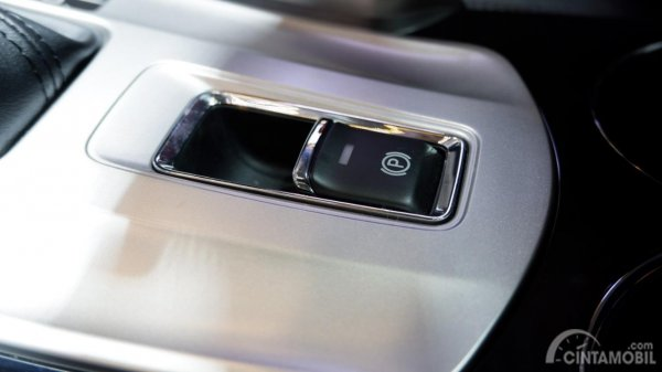 Fitur Electronic Parking Brake di Mitsubishi Pajero Sport Rockford Fosgate Black Edition 2019