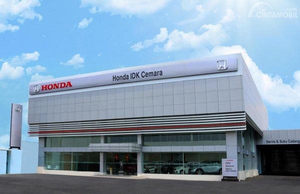 Foto menunjukkan Diler Honda IDK Cemara - Medan tampak dari arah depan
