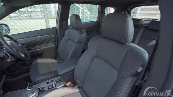 Tampilan jok Mitsubishi Outlander PHEV 2019